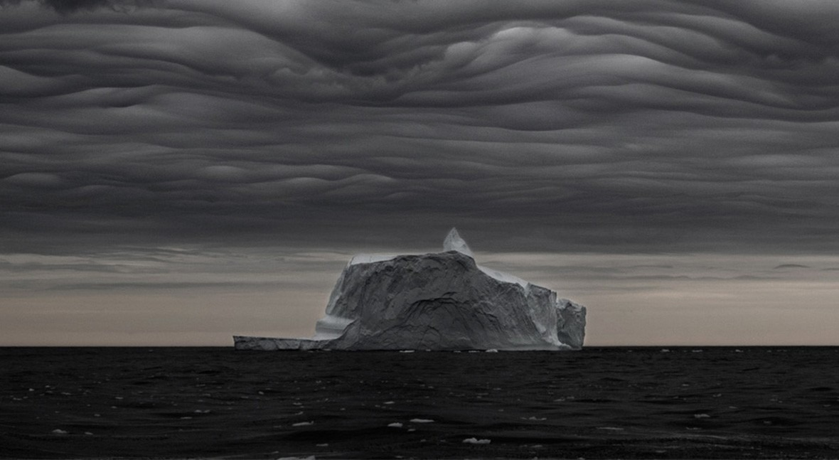 Melting ice, the climate change we can see