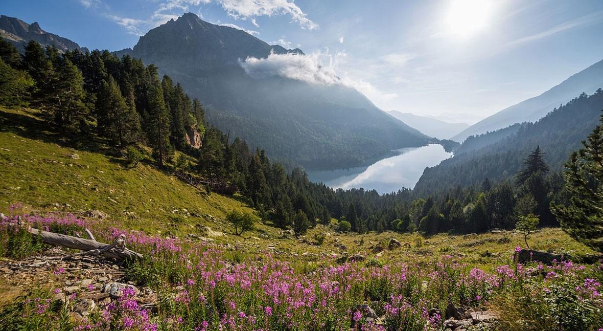 Lake San Mauricio, the enchanted waters of the Pyrenees