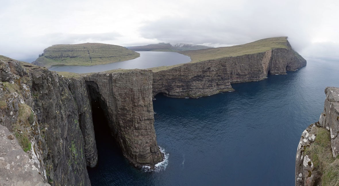 Sørvágsvatn: beauty and magic at their best in lake of the Faroe Islands