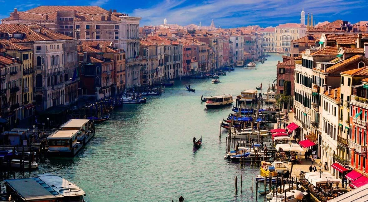 The other side of coronavirus pandemic: clean water in Venice and less air pollution