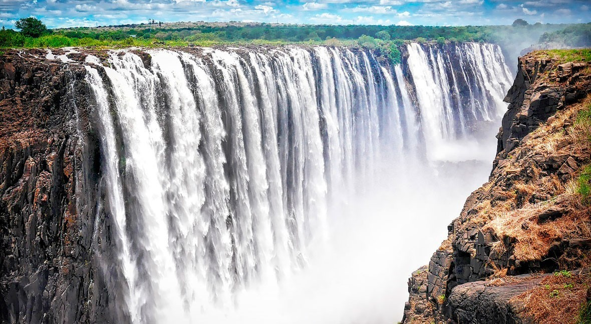 Victoria Falls, the most extraordinary waterfalls in the world