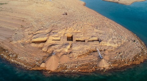 Iraq: Ancient palace discovered after droughts reveal ruins
