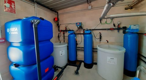 Solution for supplying tap water as co-formulant for liquid biocides