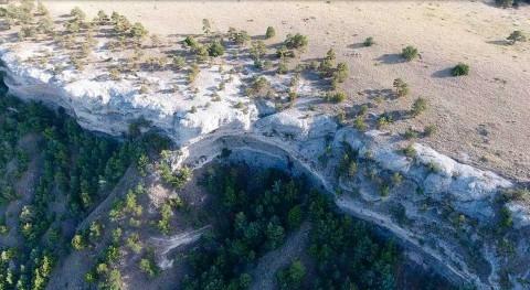 Ancient flooding formed, left behind boulders in Wildcat Ridge, Nebraska