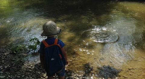Children make connections to Aki (Earth) through Anishinaabe teachings