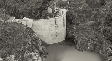 Numerical model for the analysis of the dynamic response of the Soria Dam
