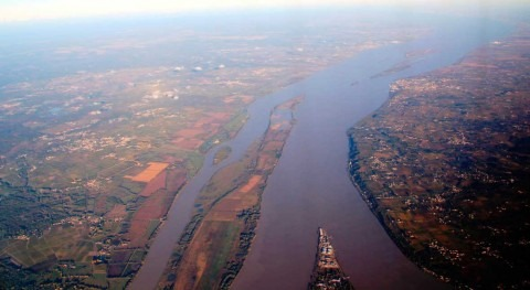 Protecting estuarine cities from rising sea levels