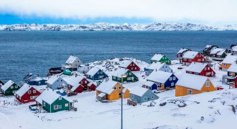 They're everywhere: New study finds polyester fibres throughout the Arctic Ocean