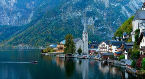 Lake Hallstatt, an aquatic fairy tale