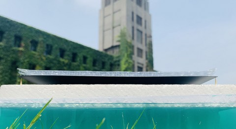 Solar desalination system realizes solid-liquid separation