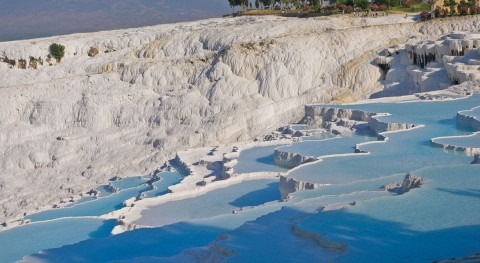 "Pamukkale, the impressive Turkish thermal springs ""cotton castle"""