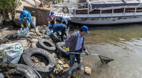 Refugees in Egypt pitch in to fight plastic pollution in the Nile