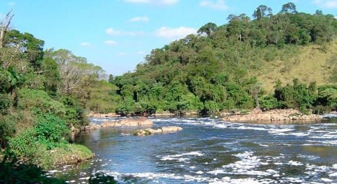 São Paulo State's main river is filtered by dam reservoirs while crossing the territory