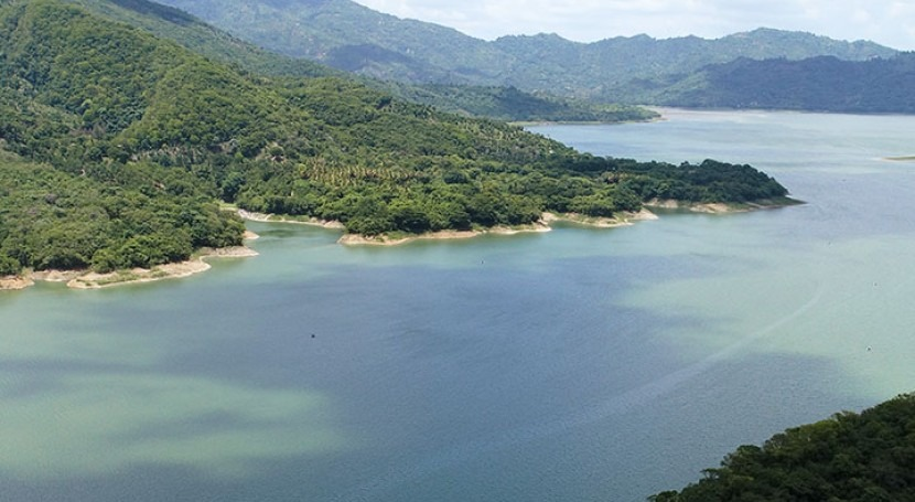 Dominican Republic controls algal blooms in 7km²2.7mi² reservoir