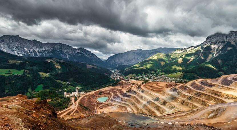 Establishing international standards for toxic mining waste storage
