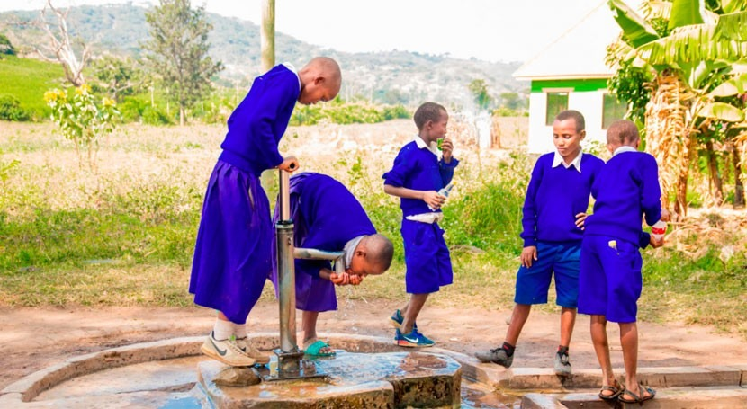 Involving the private sector in rural water services