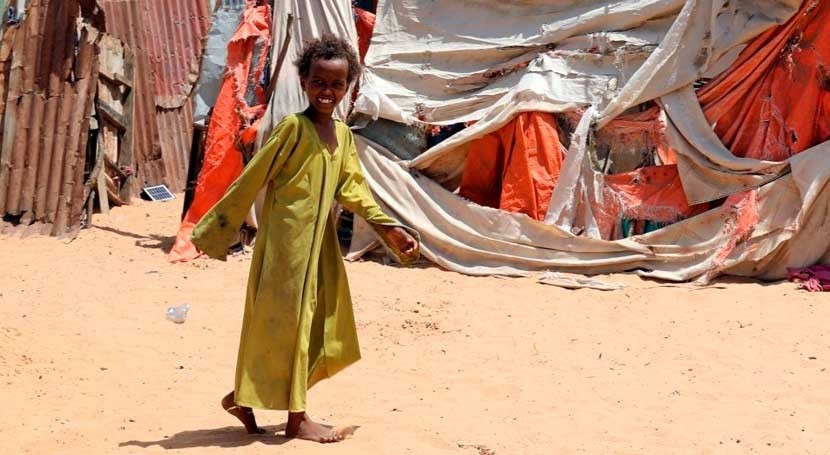 Conflict and heavy floods force tens of thousands of people to flee their homes in Somalia